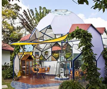 Het gele huis in Isla Verde is de thuisbasis van de Spa Boquete waar u uw lichaam te voeden met zich overgeeft massages