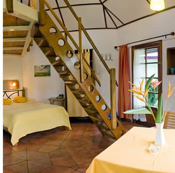 Isla Verde tuinen rondom de hutten en suites geven het geheel een aangename tropisch tintje